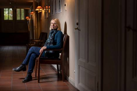 –Missään muussa romaanissani ei ole ollut näin paljon tartuntapintaa omaan elämääni kuin tässä, kirjailija Heidi Köngäs sanoo.