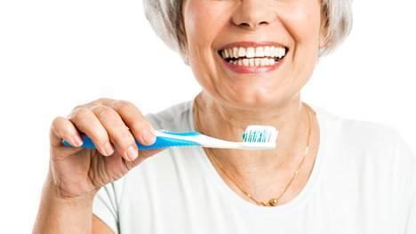 Suomalaisten hampaiden harjaamisessa olisi parantamisen varaa.