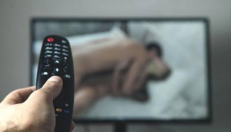 Pornon katsomista voi joskus olla vaikea lopettaa. Kun se alkaa esimerkiksi vaikeuttaa töihin keskittymistä tai aiheuttaa isoja kuluja, voidaan puhua riippuvuudesta.