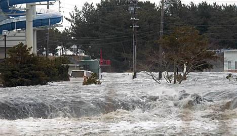 Tsunami iski Iwakiin.
