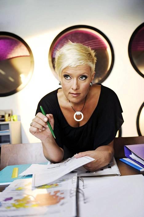 Hanna-Riikka Siitonen esitti Uudessa päivässä Lisbeth Lissu Kanervaa, lukion laulunopettajaa.