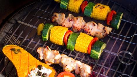 Vartaat ovat helppoja grillattavia. Näiden kanavartaiden marinadi on herkullinen.