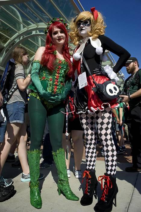 Nuoret naiset säväyttivät DC Comicsin Myrkkymuratti ja Harley Quinn -hahmoina.