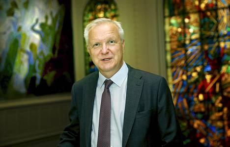 –Usein unohdetaan, että kun taloudessa vallitsee hyvät ajat, on syytä kiristää ja lisätä puskuria huonoille ajoille. Suomen taloudelle meillä on ollut etsikkoaika. Nyt talous kasvaa lähes kolmen prosentin tahtia, mikä luo edellytyksiä finanssipolitiikan tiukentamiseen, Olli Rehn sanoo.