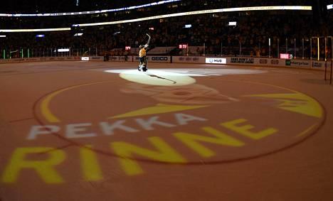 Pekka Rinne sai kauden viimeisessä runkosarjaottelussa suuret huomionosoitukset.