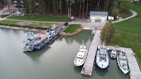 Airiston Helmen ja Melnikovin omistuksessa on Turun saaristossa yhteensä 17 kohdetta, Helsingin Sanomat kertoi kesäkuussa.