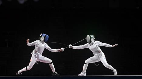Kuvituskuva Tokion olympialaisten kalpamiekkailukisoista.