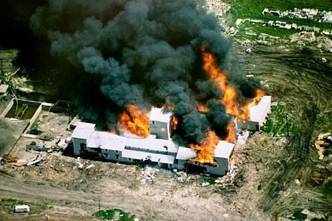 Tulipalo syttyi kolmesta kohdasta peräjälkeen.