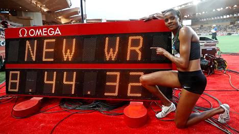 Timanttiliigassa tehtiin hurja maailmanennätys – naisten 3000 metrin estejuoksun ME-aika murskaksi