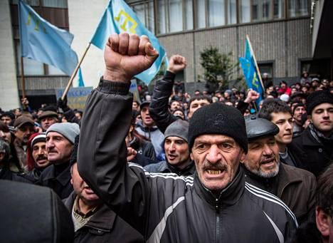 Tunteet kävivät kuumina Kiovan hallinnon kannattajien joukossa.