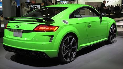 Dynamic-paketilla varustettu kirkkaanvihreä Audi TT RS herättää intohimoja.