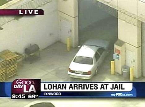 Lindsay Lohan aloitti tuomionsa tiistaina.