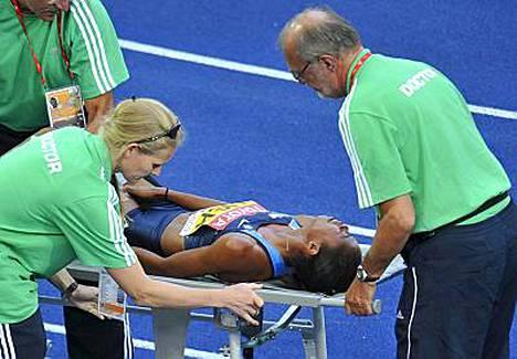 Muna Lee loukkasi tilanteessa vasemman jalkansa.
