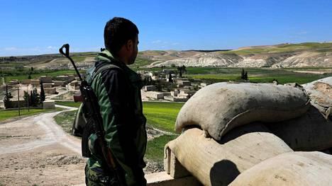 Paikallinen taistelija Manjibin kaupungin pohjoispuolella Syyriassa 31. maaliskuuta.