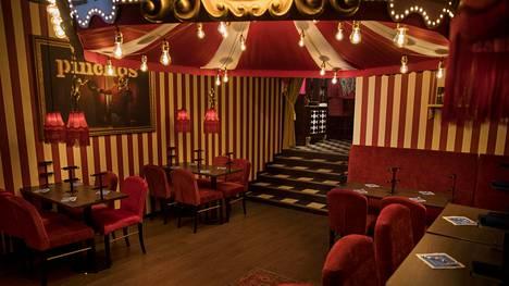 Pincho Nation -ravintoloiden tunnusmerkkinä on sirkustyylinen sisustus. Kuva Helsingin ravintolasta.