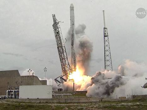 SpaceX:n Falcon 9 -kantoraketin laukaisu huhtikuussa 2014.