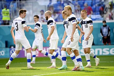 Hakasen mielestä EM-kisoihin selvinnyt Huuhkajat ei välttämättä ole Suomen historian paras jalkapallomaajoukkue.