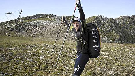 Cristian Maurer etsi hyvää lähtöpaikkaa Pointe des Chaudannes/Les Karellis -vuorilla Red Bull X-Alps -kisassa 26. heinäkuuta 2011.
