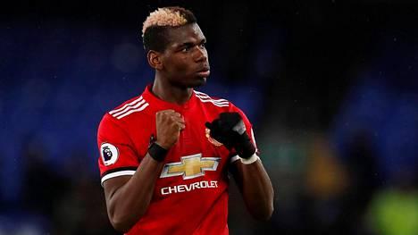 Paul Pogba tuulettaa maaliaan Evertonia vastaan.