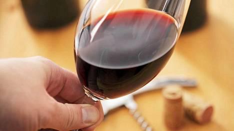 Esimerkiksi viiniä sisältävä ruokalaji laski masennuksen todennäköisyyttä tutkimuksessa.