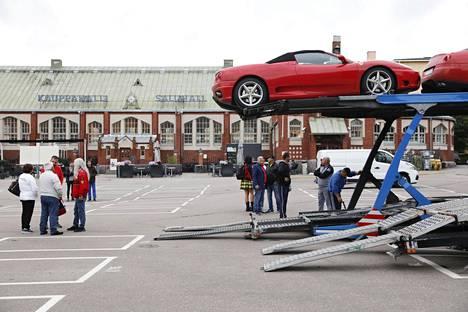 Ferrarit lähtevät maanantaina Viroon lautalla ja sieltä takaisin Italiaan.