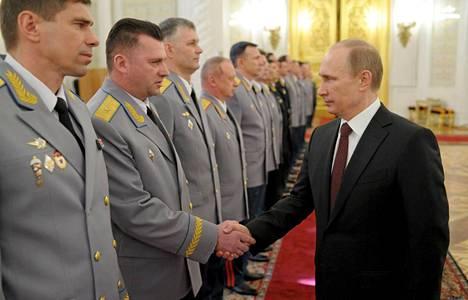 Venäjän presidentti Vladimir Putin on ilmaissut olleensa tyytyväinen Venäjän armeijan toimiin Krimin niemimaalla.