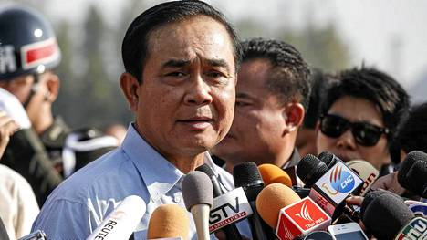 Asevoimien komentaja Prayuth Chan-ocha vastasi tiedotusvälineiden kysymyksiin lauantaina.