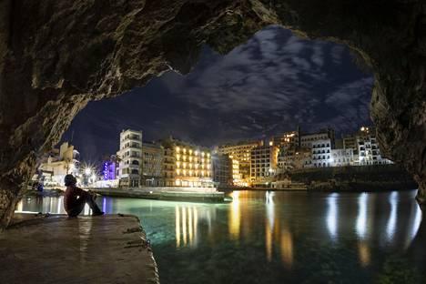Paul Zizka ikuisti näyttävään iltaotokseen Maltalla sijaitsevan Xlendin kylän.