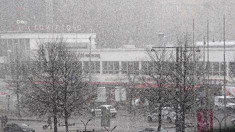 Tähän on syytä varautua vielä toukokuussa. Helsingissä satoi lunta 10.5.2017.