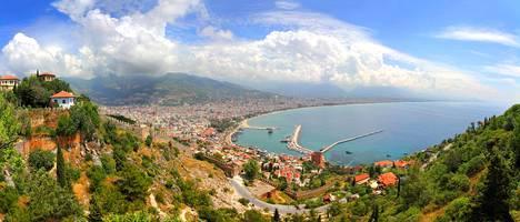 Turkin Alanya kuvattuna linnoituksilta.