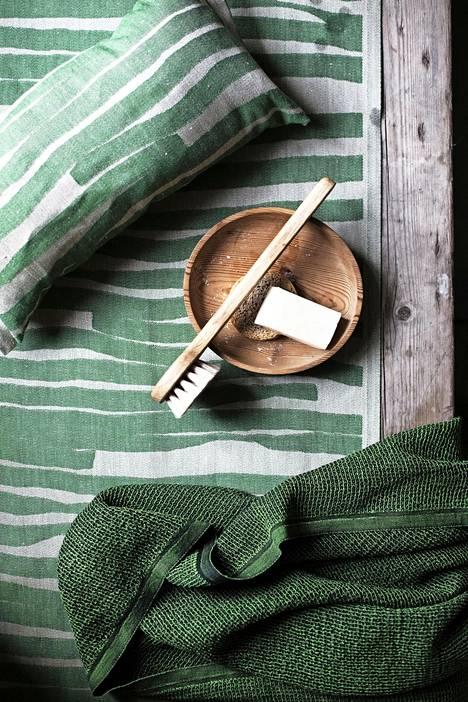 Lapuan Kankureiden Terva-saunatekstiileissä on syksyisen havunvihreä sävy.