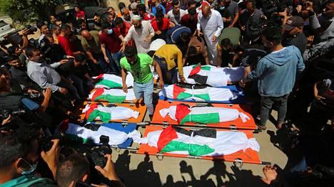Ainakin 10 ihmistä kuoli lauantaiyönä, kun Israel pommitti Gazan alueella sijainnutta pakolaisleiriä.