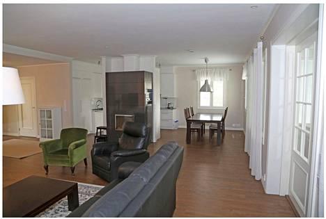Talossa on viisi makuuhuonetta ja tilaa 130 neliötä.