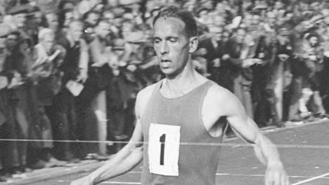 Aarne Kainlauri kuvattuna Tampereella vuonna 1944.