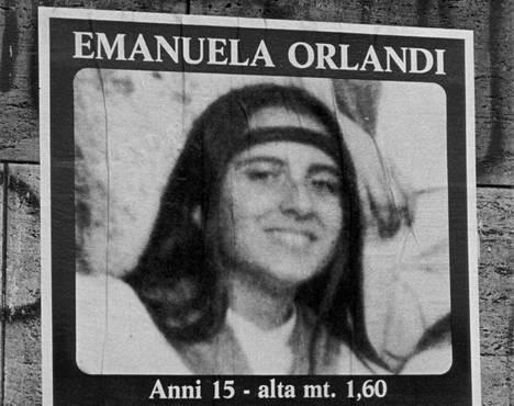 Emanuelan katoamisilmoitus vuodelta 1983 kertoo tytön olleen 15 vuotta ja 160 senttimetriä.