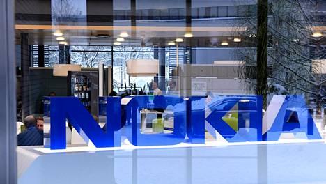 Nokia alensi lokakuussa koko viime vuoden näkymiään ja keskeytti myös neljännesvuosittaisen osingonmaksunsa. Nokian hallitus ei esitä osinkoa viime vuodelta.