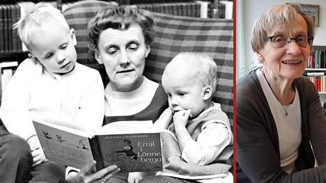 Kuvassa Astrid Lindgren lukee Vaahteramäen Eemeliä tyttärensä Karinin (kuvassa oik.) lapsille Karl-Johanille ja Malinille.