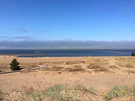Kalajoen hiekkasärkät on nykyään iso keskus. Vaikka leirintäalue oli täynnä, pitkillä rannoilla oli helppo löytää rauhallinen kohta. Kannattaa käydä!