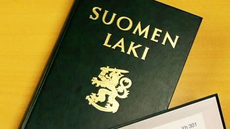 Suomen kansalaiset voivat saada lakiehdotuksen tai ehdotuksen lainvalmisteluun ryhtymisestä eduskunnan käsiteltäväksi, mikäli aloitteen allekirjoittaa vähintään 50 000 kansalaista.