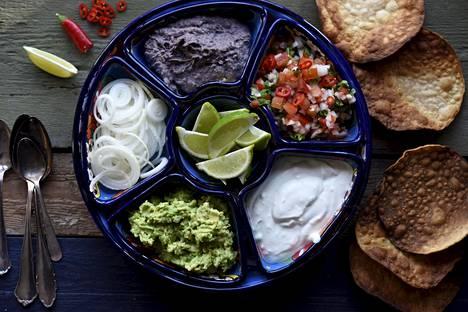 Itse tehty guacamole on täydellinen lisä meksikolaiseen herkkupöytään.