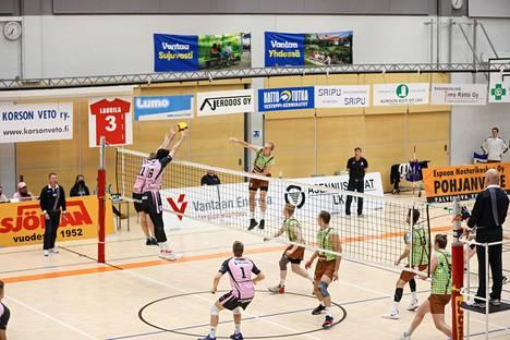 Ottelu oli paikoin tiukka, vaikka Vantaa Ducks voittikin 3–0.