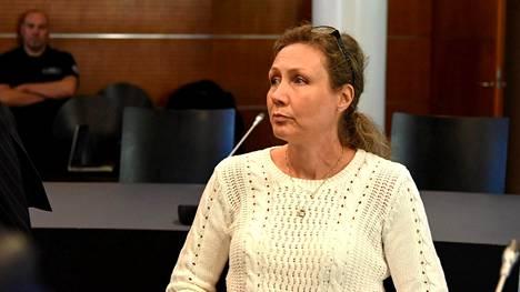 Eri oikeusasteet ovat tulleet Anneli Auerille tutuksi vuosien saatossa. Tämä kuva on otettu Vaasan hovioikeudesta vuoden 2014 syksyllä, jolloin hän vastasi murhasyytteisiin.