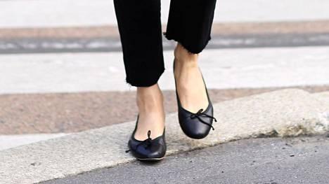 Menevätkö nämä kengät muodista koskaan? Luottomalli on kuin housumuodin pillifarkku