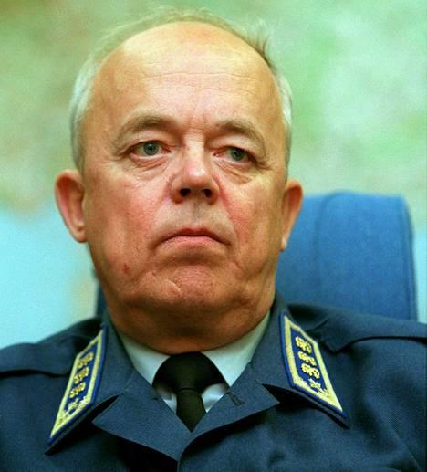 Puolustusministeriön entinen Martti Ahola.