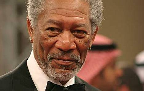 Morgan Freeman muuttuu Nelson Mandelaksi valkokankaalla.
