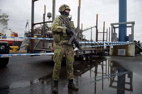 Suomalaiset kannattavat asevelvollisuusarmeijaa ja liki puolet haluaisi lisärahaa maanpuolustukseen.