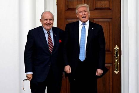 Rudy Giuliani toisti useita Trumpin ja hänen kannattajiensa keksimiä väitteitä vaalivilpistä.