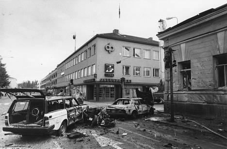 Aamu valkeni Mikkelissä ankeaan näkymään: räjähtänyt auto teki pahaa jälkeä ympäristöön.