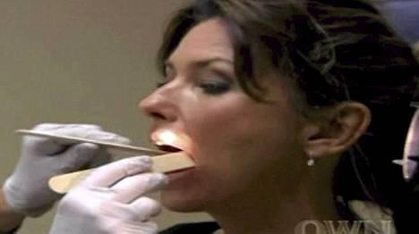 Lääkärien tarkat tutkimukset paljastivat vakavia ongelmia Shania Twainin äänihuulissa.