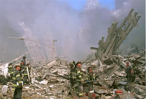 Syyskuun 11. päivän iskujen jälkeen Yhdysvallat aloitti armottoman jahdin syyllisten löytämiseksi. Lokakuussa alkoi Afganistanin sota - ja maailmanlaajuinen sota terrorismia vastaan. Tämä leimasi koko vuosikymmentä.